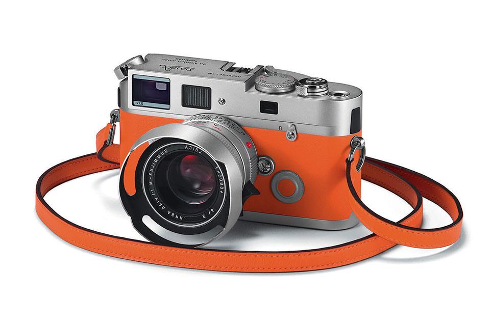 Фотоаппарат с ремешком